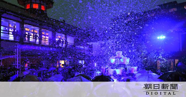 道後温泉に無数のシャボン玉 本館改築120周年を記念:朝日新聞デジタル