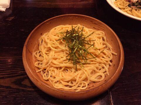 明太子スパゲティ、もちろん木の器。チャンプ錦糸町