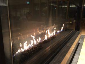 暖炉まであってお洒落でした。 / 綱島・湯けむりの庄