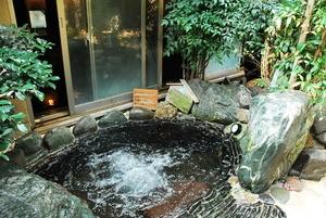 備長炭水風呂(湯守の里HPより)