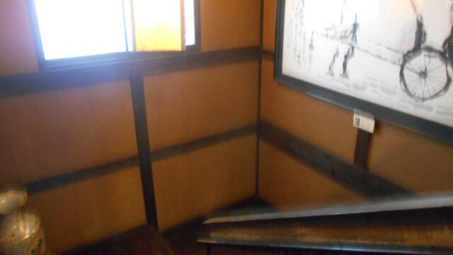 湯守の里_民家のような階段や廊下