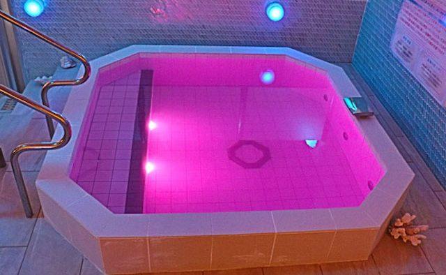 東京新宿天然温泉テルマー湯 北欧サンゴライト化粧水風呂