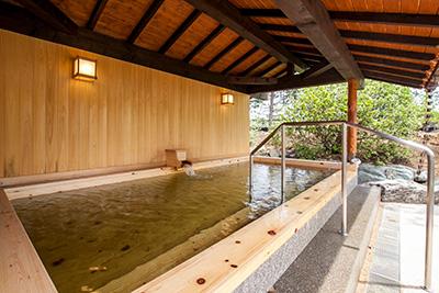 ヒノキ風呂(花湯公式HPより) / 花湯スパリゾート