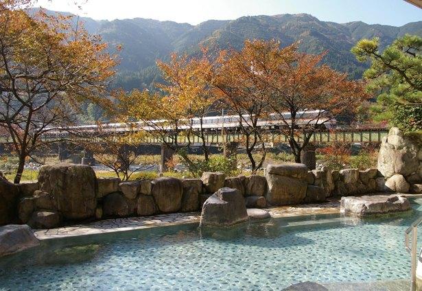 紅葉に癒される!秋に行くべき岐阜の日帰り温泉3選 ウォーカープラス