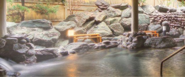 昭和レトロな温泉銭湯玉川温泉 露天風呂