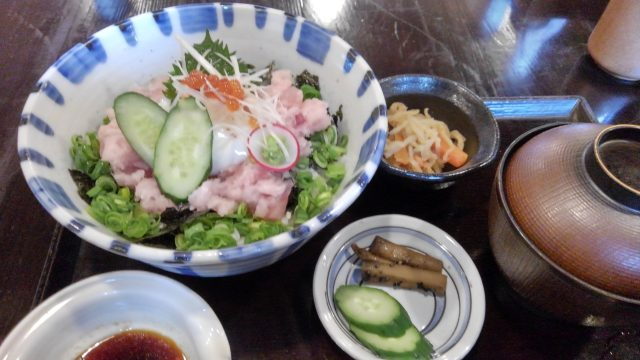 箱根湯寮 まぐろすきみ丼