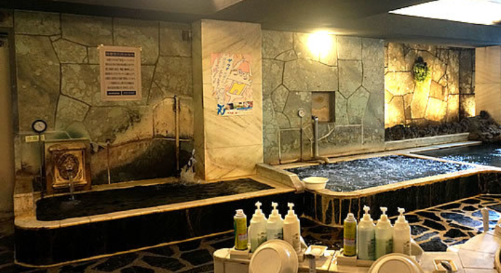 水風呂は左の浴槽(マーライオンがww)