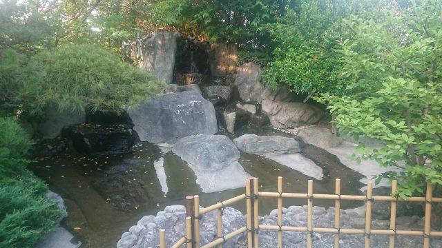 小春日和 入り口すぐの滝