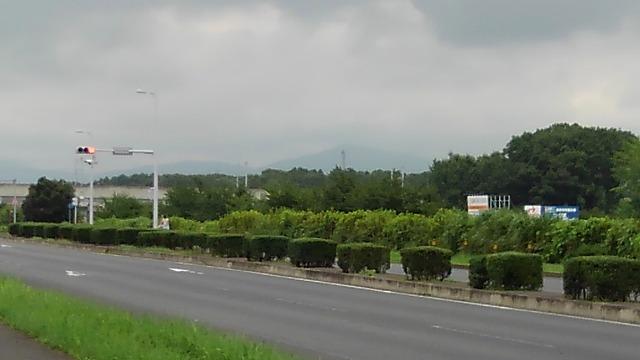 つくば温泉喜楽里_広い道路と筑波山系を望む