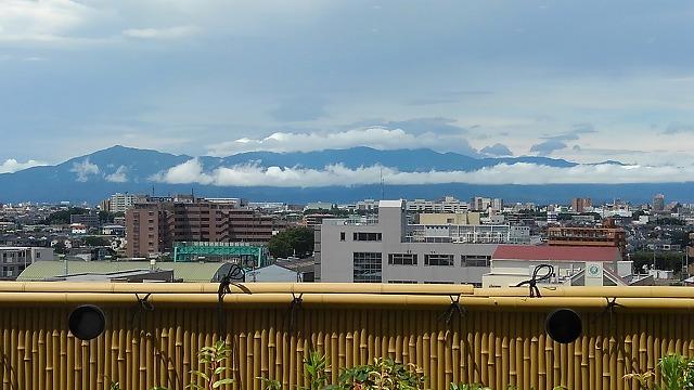 東京・湯河原温泉万葉の湯_丹沢山地を望む(別の場所から撮影)