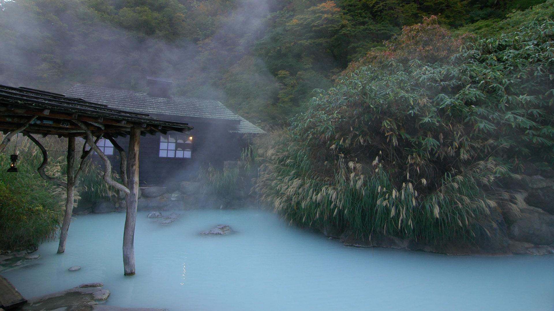 「絶景に出合うえ、自然を感じられる温泉が大好き」──横山エリカさん(モデル ラジオパーソナリティ) | GQ Japan