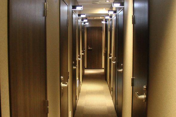 3F 完全個室・廊下:おもてなしのお宿HPより