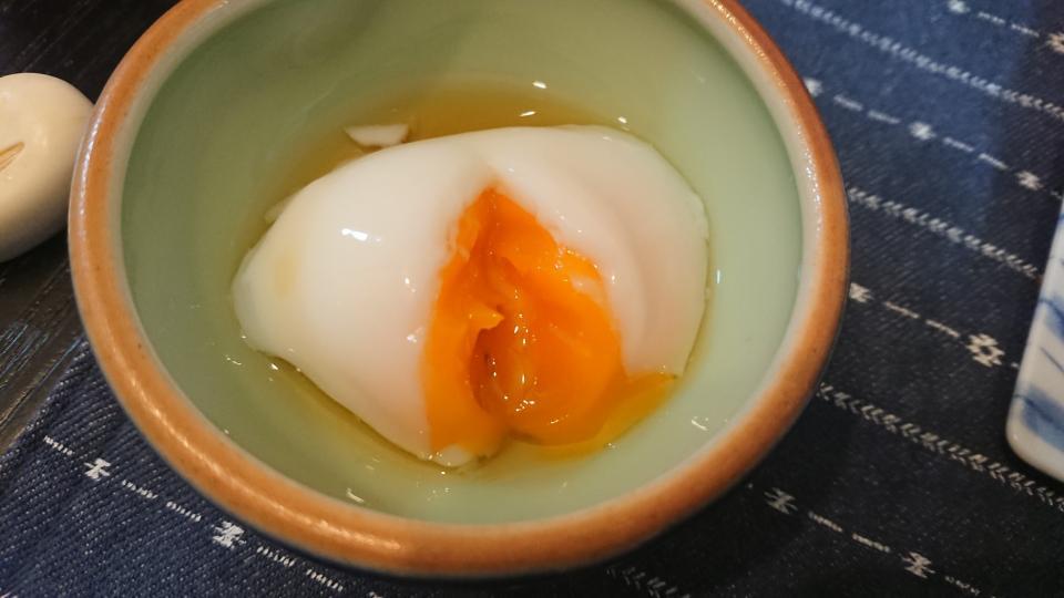 炎天下に生卵を放置→とろんとろんの温泉卵が完成 真夏の自動車内がどれだけ暑いか、一目でわかる写真がこちら - コラム - Jタウンネット 東京都