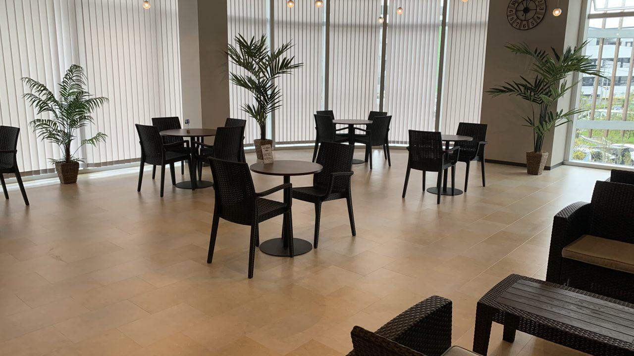 喫茶店、食堂の雰囲気。