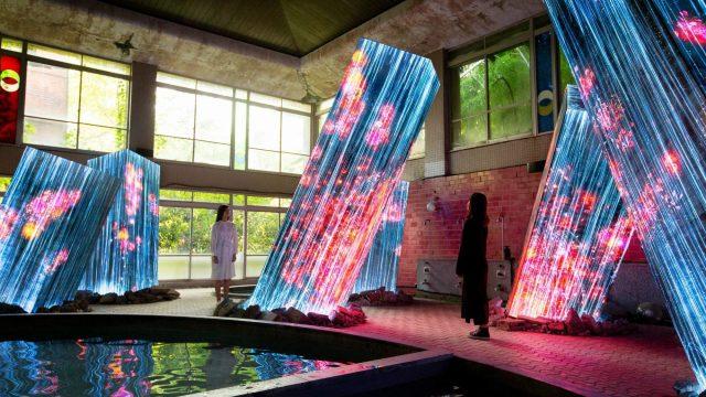 九州・武雄温泉の御船山楽園に 常設展「チームラボ 廃墟と遺跡:淋汗茶の湯」 | Webマガジン「AXIS」 | デザインのWebメディア