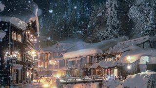 雪ふりつむ夜の温泉街が絵画のよう…本気だしてきた冬の温泉街が美しすぎると話題 写真の撮影者に聞いた まいどなニュース