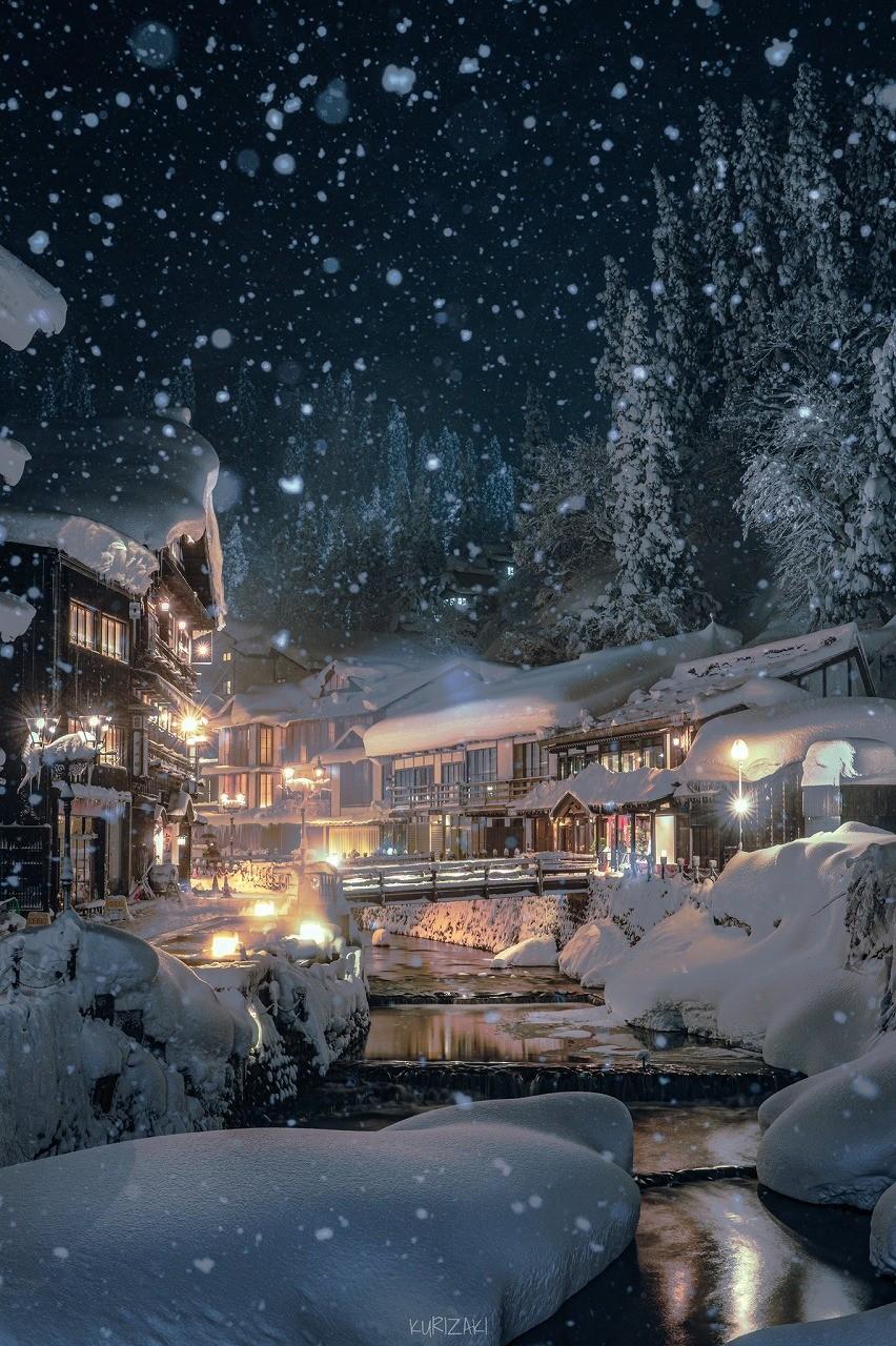 雪ふりつむ夜の温泉街が絵画のよう…本気だしてきた冬の温泉街が美しすぎると話題 写真の撮影者に聞いた|まいどなニュース