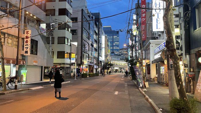 セントラルから神田駅が見える(奥の端がJR)