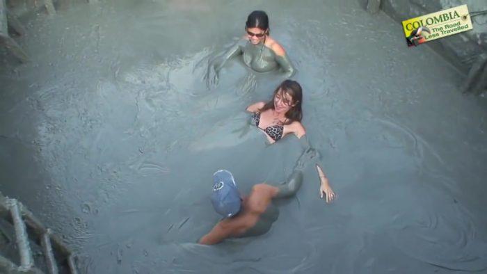 トトゥモ火山温泉