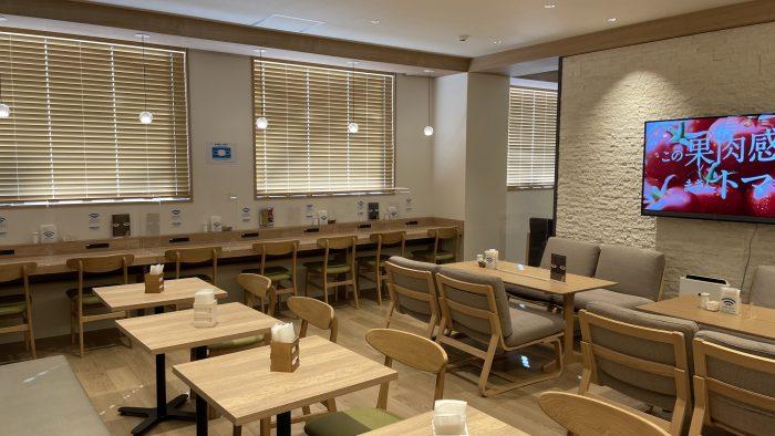 喫茶スペースと作業スペース